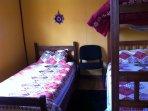 dormitorio 2: cama 1 p, litera 1 p, cómoda-toilette y closet