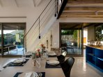 Willow Beach House - dining area & kitchen