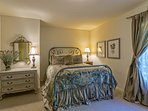 Guest bedroom #3 (main floor) provides sleeping for 4 in the queen bed plus the daybed that pulls out into 2 twin beds