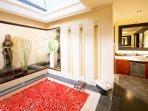 Villa Ylang Ylang - Eastern master bathroom