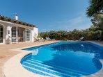 La piscina di Casa Bonita Menorca (10 x 5 m.) è di acqua salata: più benessere, meno chimica!