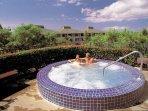 Paniolo Greens Resort jacuzzi