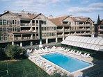 Wyndham Newport Onshore outdoor pool