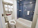 Wyndham Inn on the Harbor bathroom