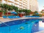 Wyndham at Waikiki Beach Walk - Outdoor pool