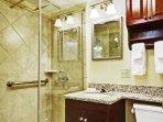 Avenue Plaza Resort bathroom