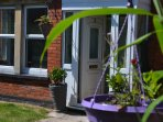 The Retreat offers peace and relaxation only 2 minutes from Glastonbury  High Street.