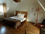 Chambres d'hôtes pour 2 pers, proche de Dreux, 1h de Paris, 30 mm de Chartres, salle d'eau wc privé