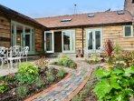 WREN COTTAGE, WIFI, original wooden beams, en-suite, Ref 966881