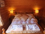 Hooting Lodge - double bed with Egyptian sheets and luxury towels