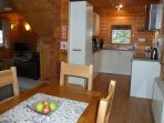 Hooting Lodge - open plan dining, living and kitchen area