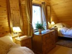 Hooting Lodge - twin bedroom