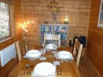 Hooting Lodge - dining room