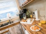 Well equipped kitchen has everything you need to make self catering easy.