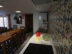 Lavavajillas, microondas, frigorífico, platos, copas, etc etc. Casa-Molino: El Molino del Panadero