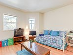 The openness of the living room space gives a relaxed atmosphere. The living room is furnished