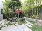 Beautiful backyard. Relax in tropical paradise.