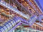 Pompidou Center (400 meters)