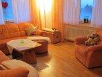 Sandras Bergstation Wohnzimmer kuschelig und toll zum spielen mit Platz für 3-4 Schlafgelegenheiten