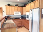 Fully Equipped Kitchen, Marble Countertop, Refrigerator With Water And Ice Dispenser