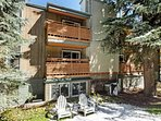 This small complex is conveniently located at the free shuttle stop to all 4 ski mountains in the area and to downtown...