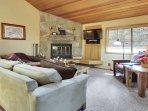Indoors,Room,Bench,Bedroom,Furniture