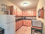The well-equipped kitchenette downstairs makes it easy to prepare drinks and snacks.