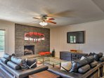 Offering upscale amenities, pool table, a private swimming pool and built-in gas grill, this tremendous Arizona...