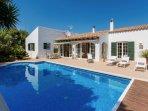 Benvenuti a Casa Bonita, la vostra casa a Minorca con 3 camere e bagni privati en suite.