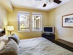 Camera da letto principale con materasso king size