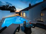 H(6+2): swimming pool