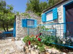 Set of three small houses on over 300 m2, surrounded with pine trees and crystal clear sea.