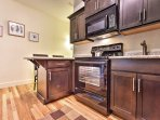 Prepare your favorite dinners and desserts with ease in this kitchen!