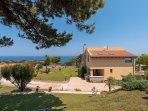 Side view, garden and sea view - Villa Russelia in Rhodes