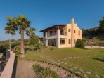 Front and side view, Washingtonia - Villa Russelia in Rhodes