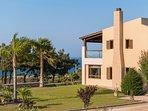 Front view and garden - Villa Russelia in Rhodes