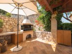 BBQ and grill place with wood oven and a fridge - Villa Russelia in Rhodes