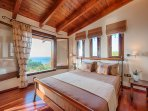 Bedroom with balcony and sea view - Villa Russelia in Rhodes