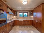 Fully equipped kitchen - Villa Russelia in Rhodes