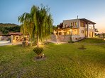 Garden with lighting, BBQ and parking place - Villa Russelia in Rhodes