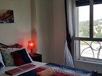 Chambre à coucher climatisée avec 1 lit double