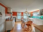 The fully equipped kitchen allows you to prepare recipes for any meal of the day.