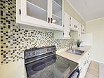 Kitchen - A starter supply of paper towels and dish soap is always provided for your convenience.