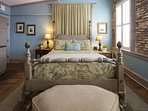 Super comfortable Queen Size Bed with 1800! count Linens