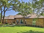 This home is centrally located between Dallas and Fort Worth and is just minutes away from Six Flags, Hurricane Harbor...