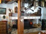 La cheminée aves insert panoramique, bois fourni