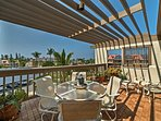 Grab that special someone and come to Hawaii to stay at this 1-bedroom, 1-bathroom vacation rental condo in Kailua-Kona.
