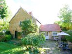 2 double bedrooms with courtyard garden / lawn.
