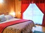 habitación matrimonial incluye baño privado, con acceso directo a terraza.