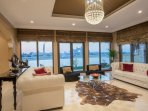 Living room with a nice view on The Atlantis Palm Jumeirah and the beach